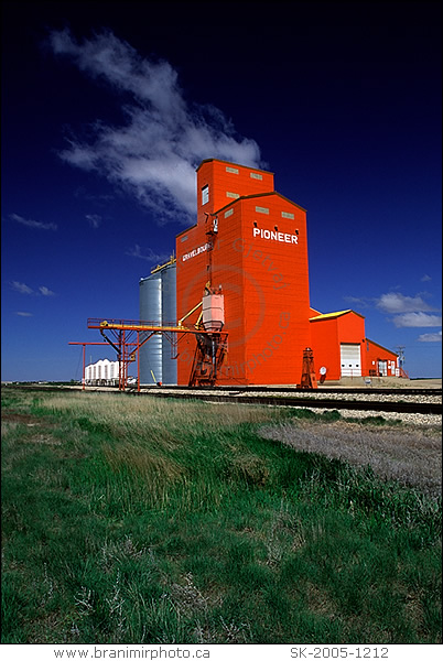 Image Grain Elevator Vertical Gravelbourg Saskatchewan
